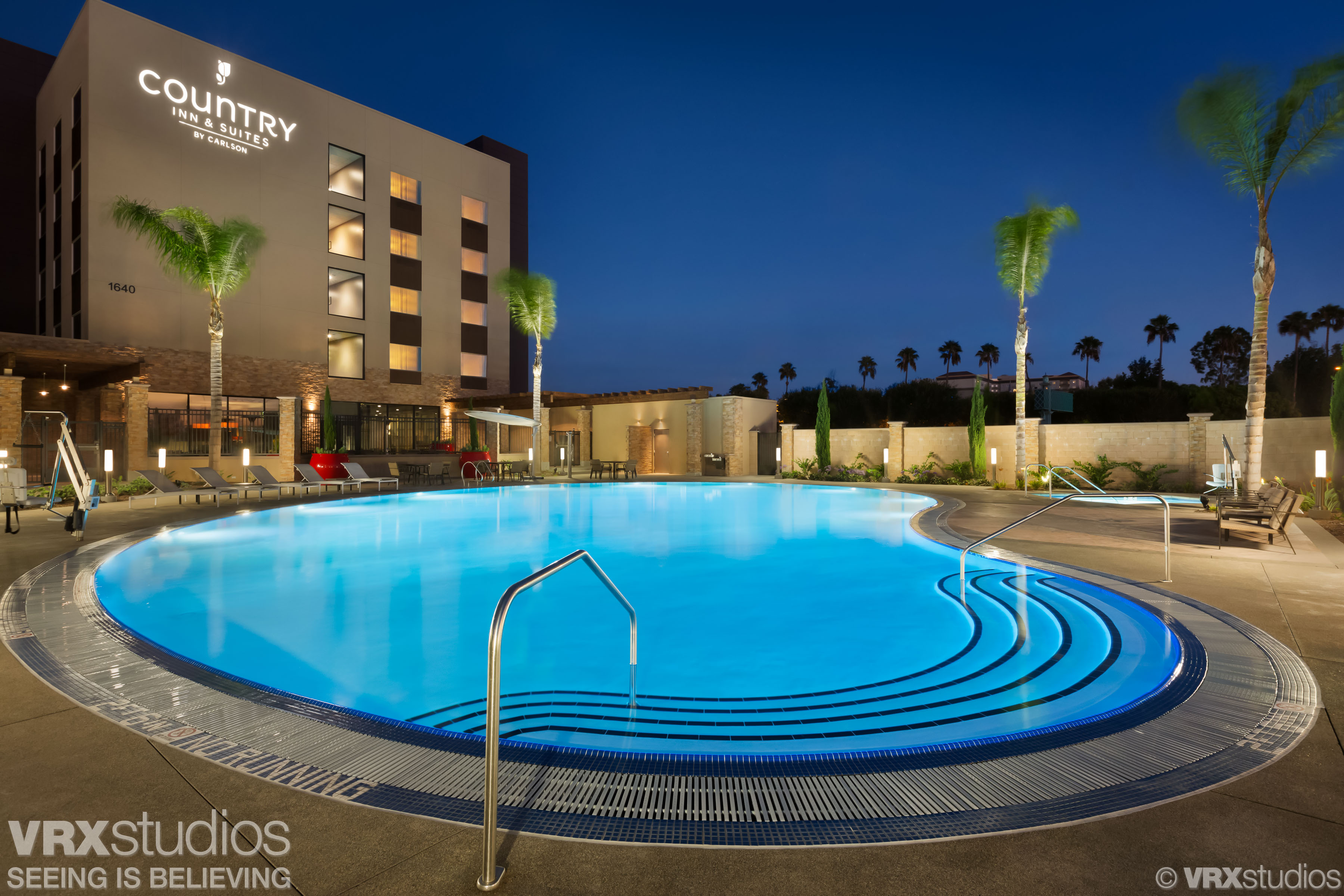 Tom DiMatteo - Hotel and Architectural Photographer - Country Inn & Suites By Radisson, Anaheim, CA